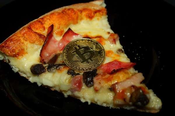 купил пиццу за биткоины